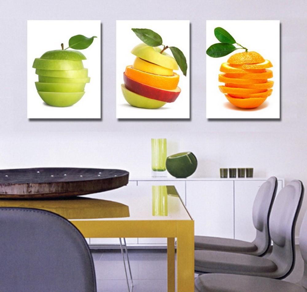 Кухня с интерьерными постерами
