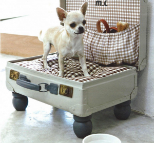 Декорированный чемодан для кроватки животного