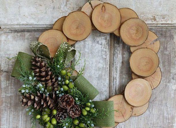 Венок из дерева к Новому году