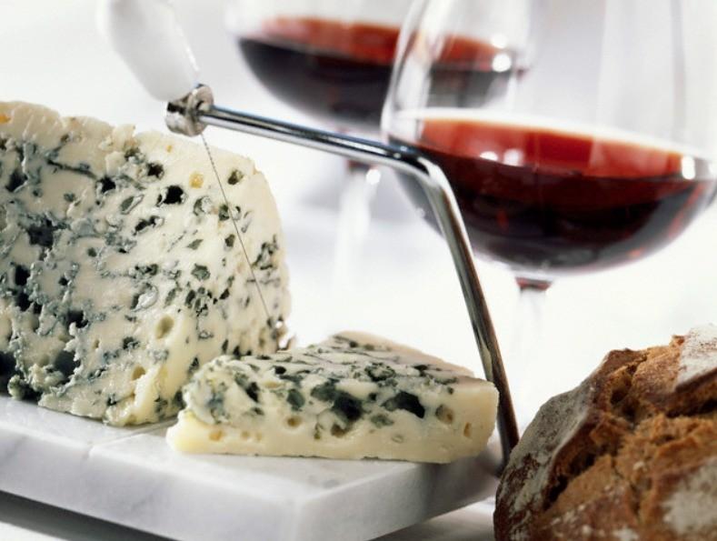 Как нарезать сыр рокфор