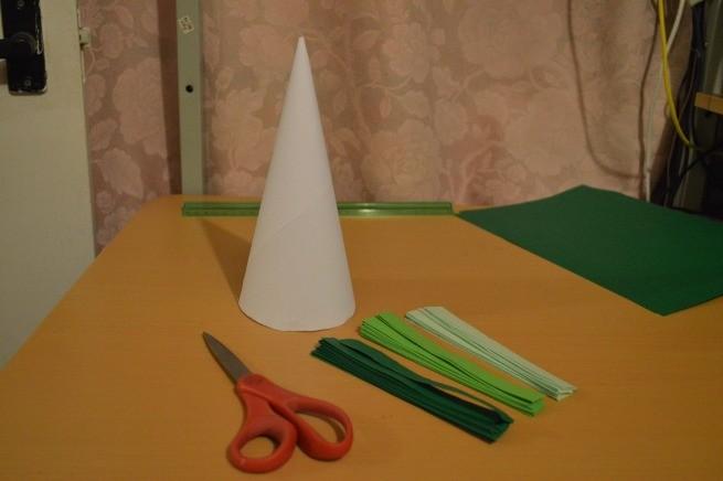 Елочка из цветной бумаги своими руками