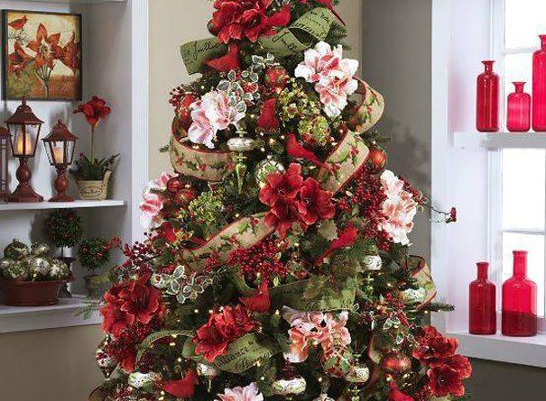 Оформление новогодней елки цветами и бантами