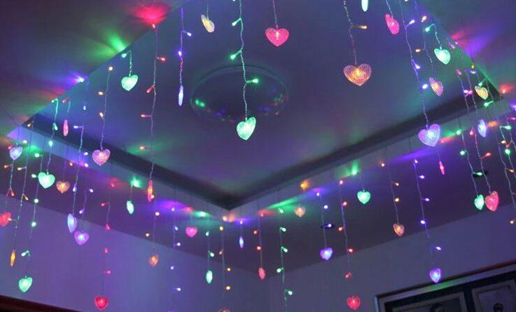 Украшение потолка гирляндами к Новому году