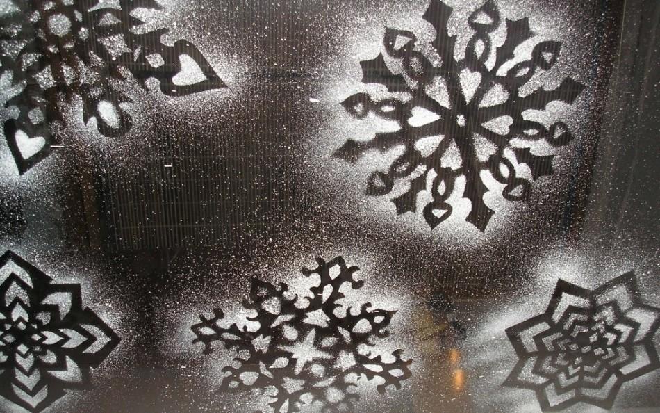 Узор снежинок на окнах своими руками