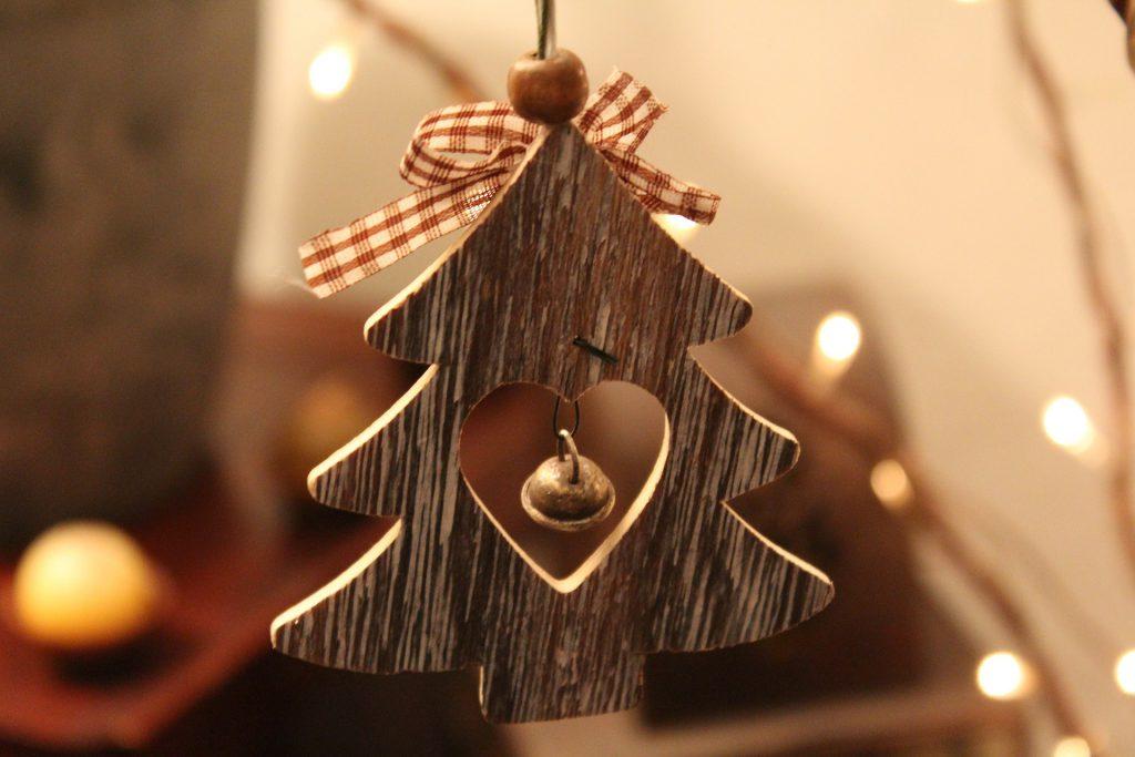 Елочная игрушка из дерева