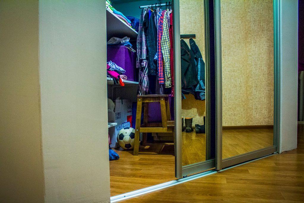 Раздвижные двери в гардеробную комнату
