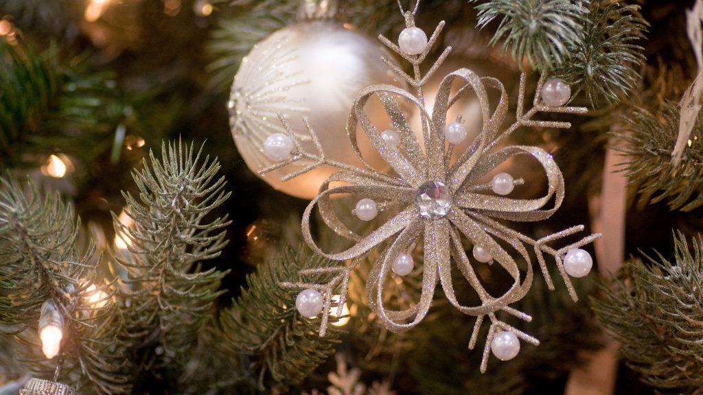 Снежинка на елку своими руками