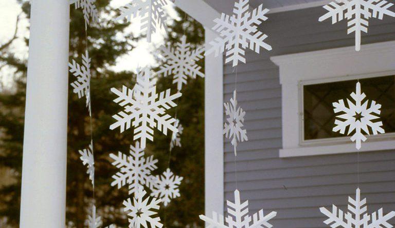 Снежинки на веранде