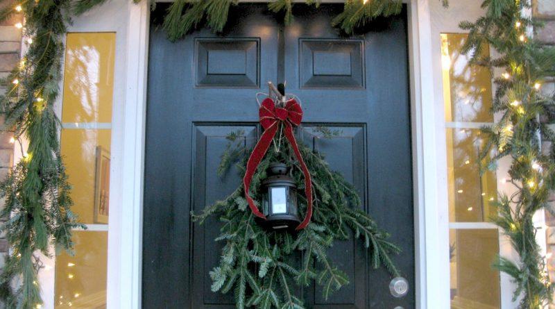 Новогоднее украшение входной двери