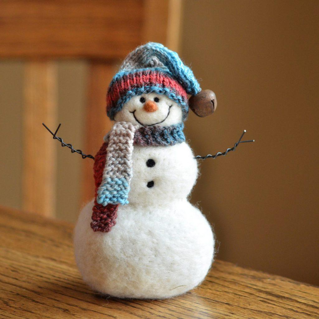 Снеговик из синтепона своими руками