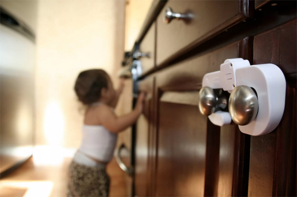 Как обезопасить квартиру если дома годовалый ребенок?