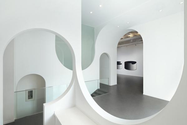 Модные арки в интерьере [10 идей]