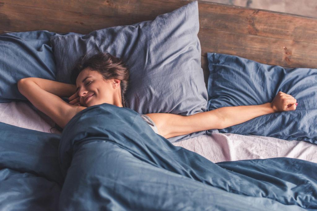 Диван или кровать: что выбрать для маленькой квартиры?