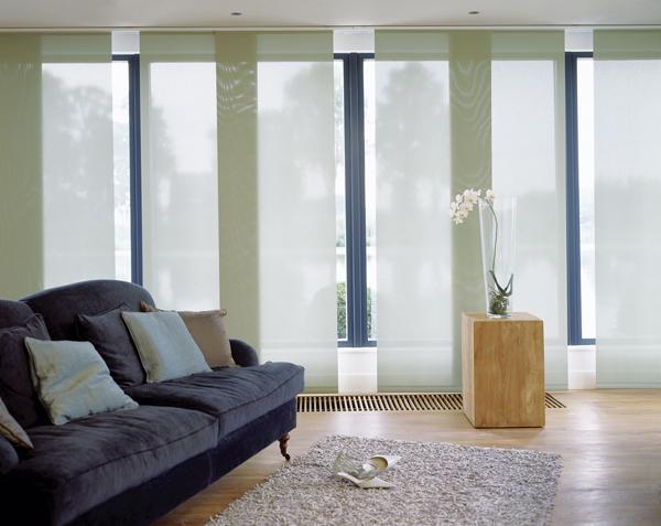 Как оформить интерьер с панорамными окнами?