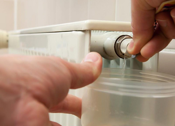 Как стравить воздух из батареи отопления