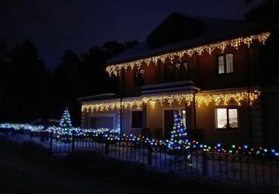 Как украсить фасад дома к Новому году гирляндами