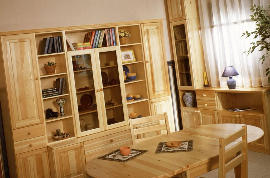 Мебель из сосны: свойства, преимущества и недостатки