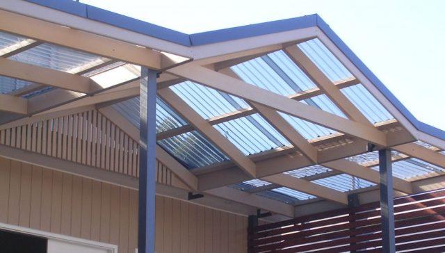 Плюсы и минусы волнового поликарбоната для крыши