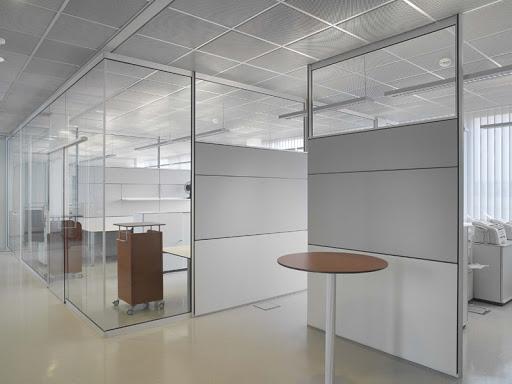 Перегородки из стекла на заказ: особенности современного зонирования
