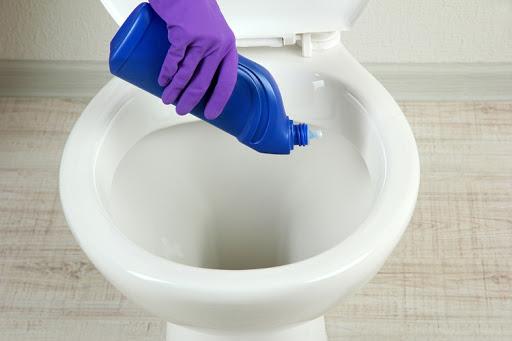 3 способа как устранить засор в туалете без инструментов